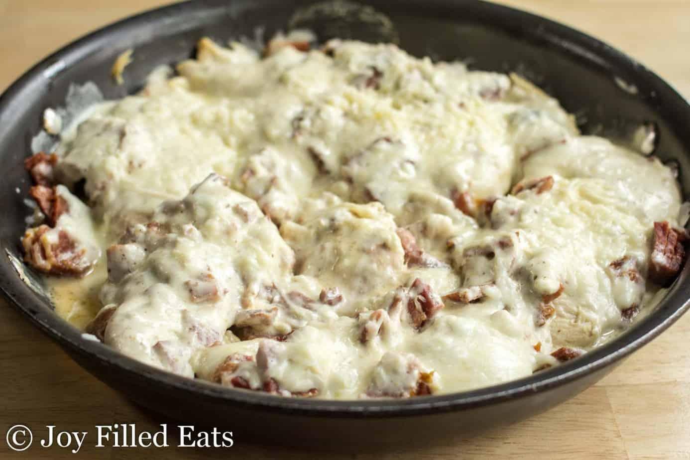 skillet full of easy chicken cordon bleu