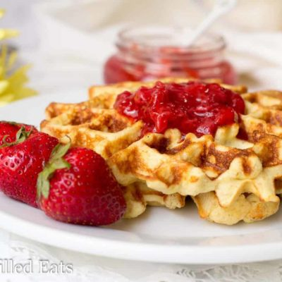 Vanilla Waffles with Almond Flour – Low Carb, GF, THM S