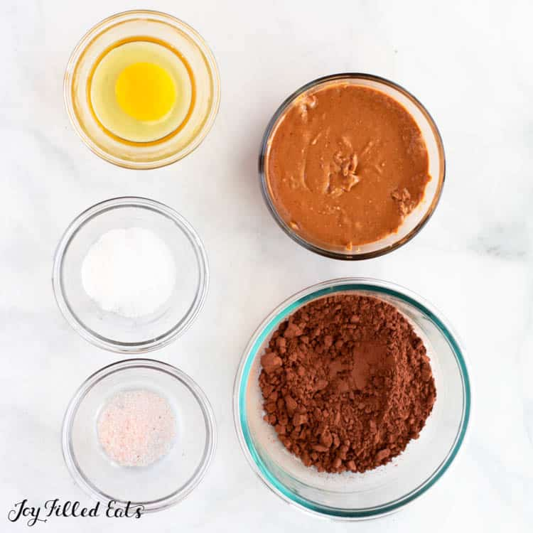 ingredients for the healthy brownies in glass bowls