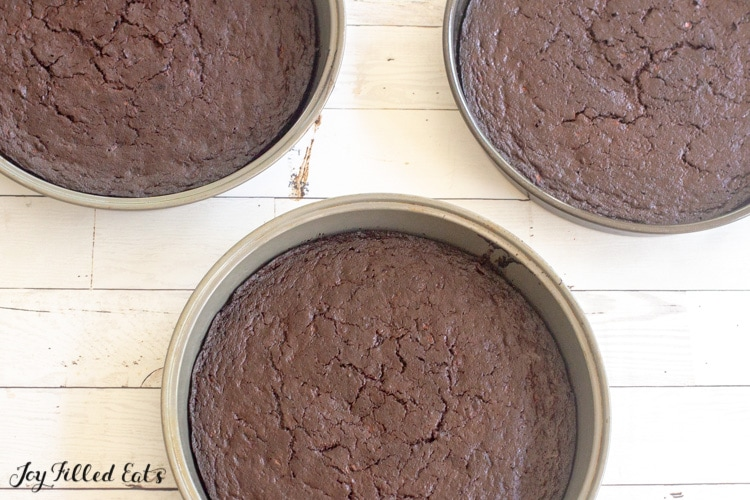 baked cakes in round pans