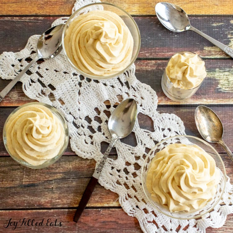 4 small dishes of keto pumpkin mousse with spoons
