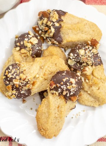 plate with keto shortbread cookies