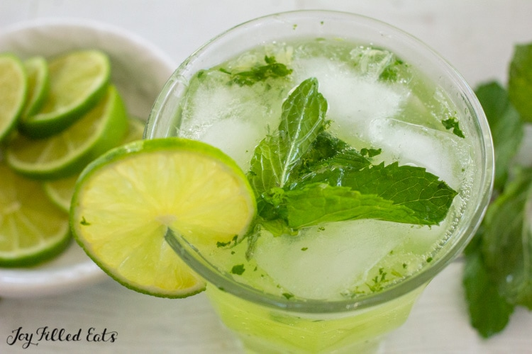 keto mojito with mint leaves and a slice of lime